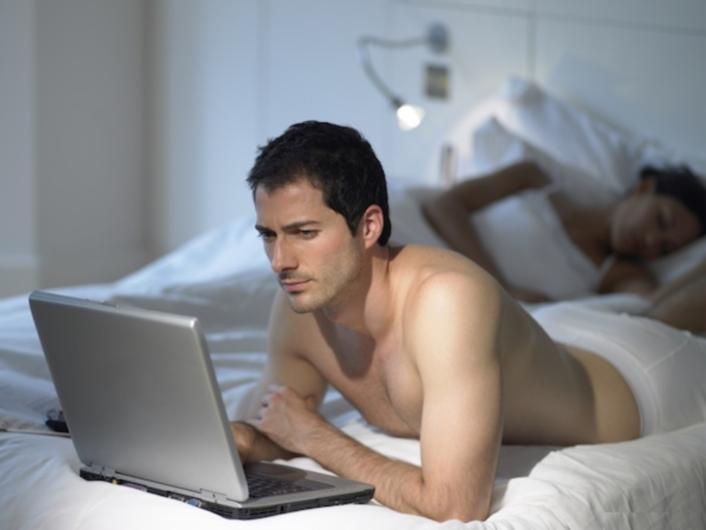 Đàn ông xem phim khiêu dâm