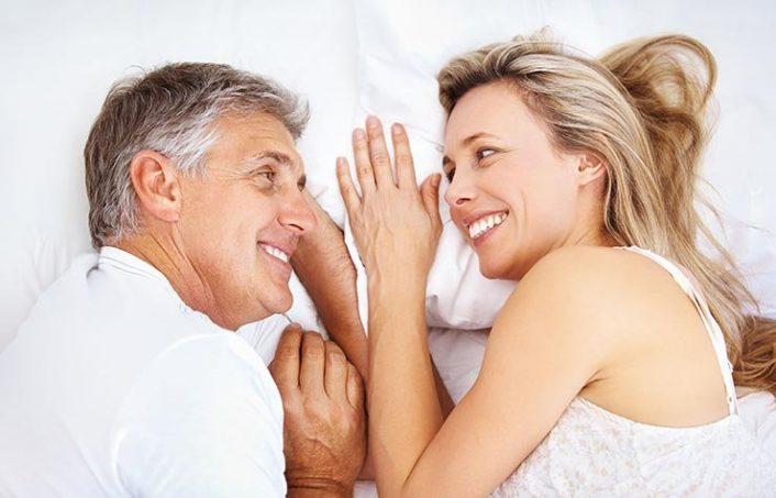 Những cặp đôi trên 40 thường có xu hướng ít sử dụng bao cao su hơn.