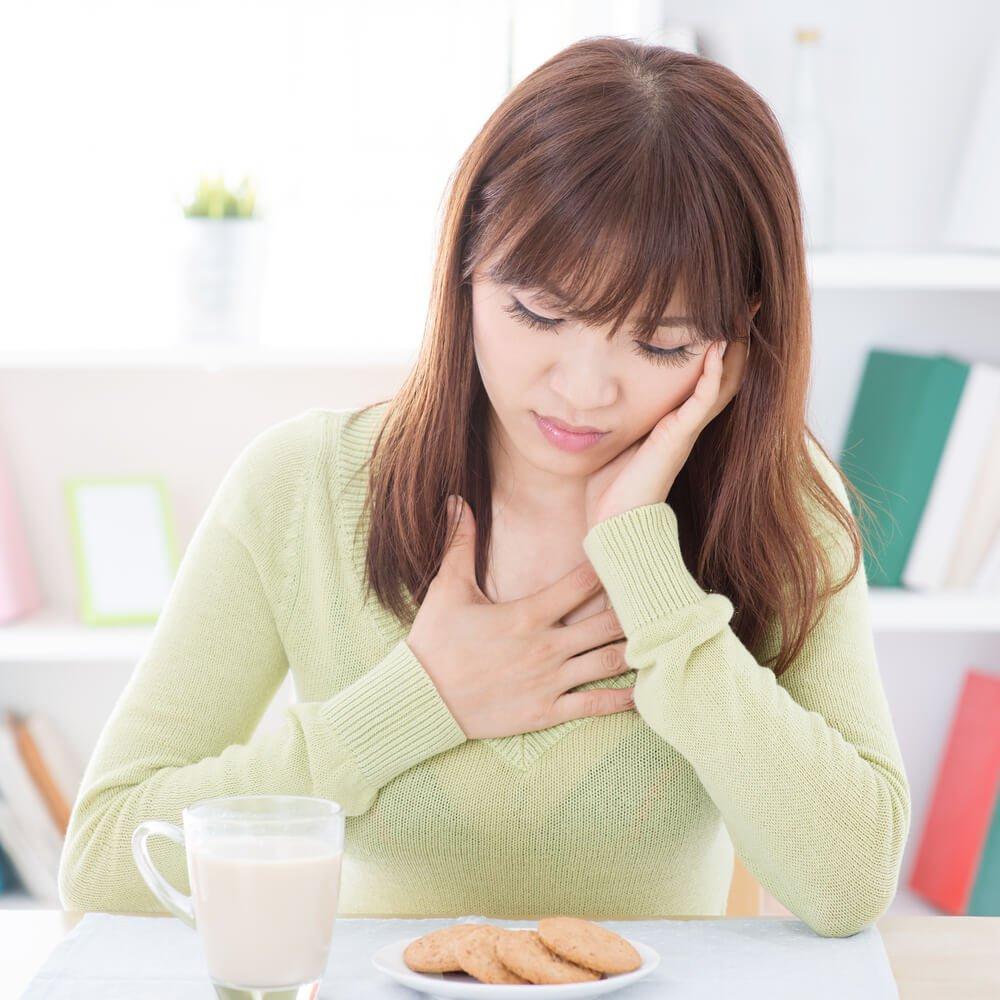 Miếng dán tránh thai có thể gây đau đầu, buồn nôn
