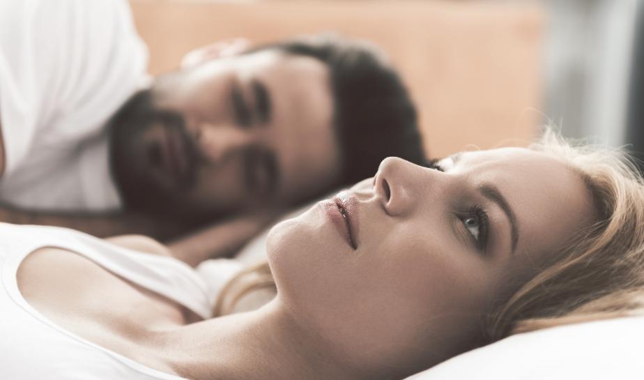 Do thay đổi hormone nên các chị em thường bị đau rát khi quan hệ lại sau sinh.