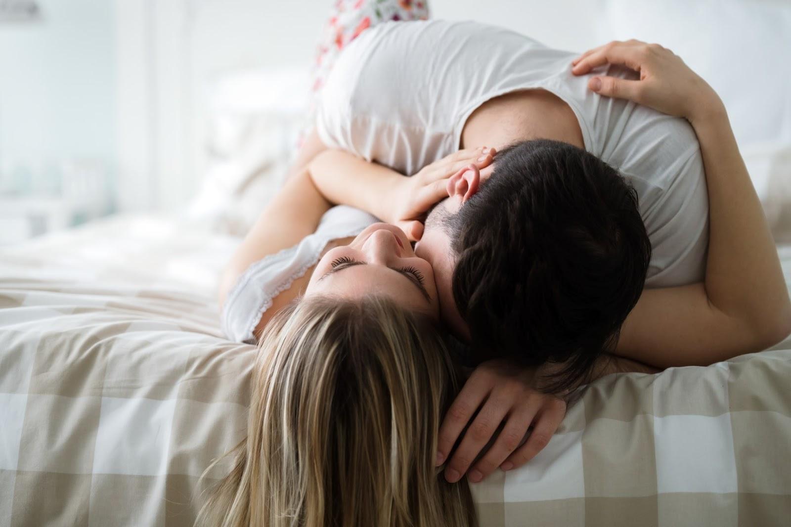Làm thế nào để hâm nóng 'chuyện yêu' sau sinh?