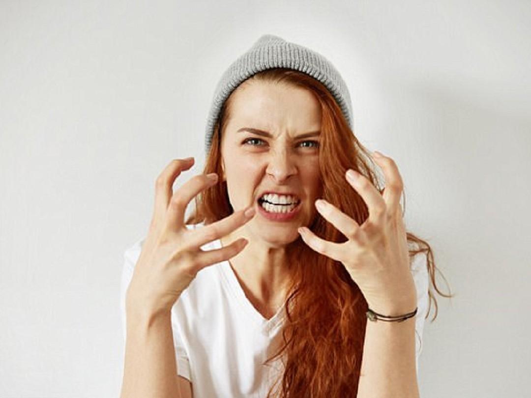 Mãn kinh khiến nữ giới dễ bị cáu gắt với những người xung quanh