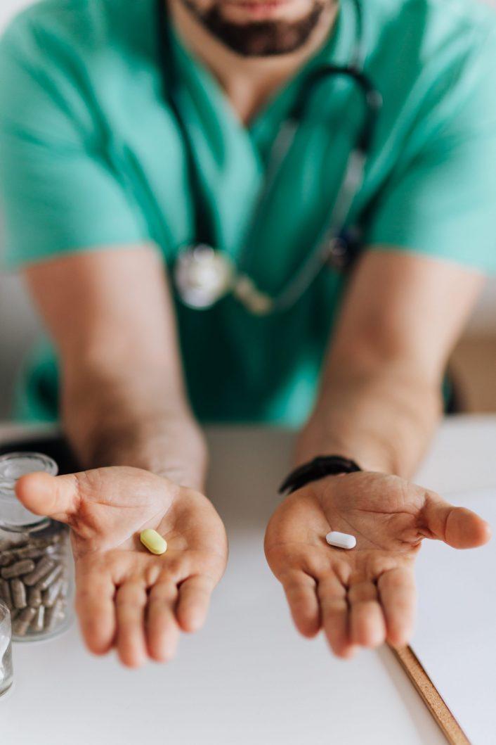 Việc lựa chọn thuốc tránh thai an toàn cũng cần phải được bác sĩ tư vấn