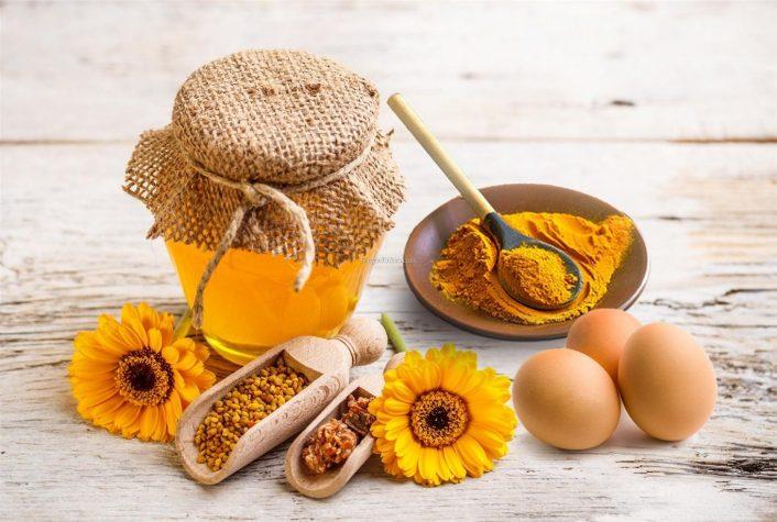 Để có thể giúp da giảm bớt các vết rạn bạn có thể thử áp dụng mẹo dùng mật ong và lòng trắng trứng gà trị rạn da đơn giản tại nhà.