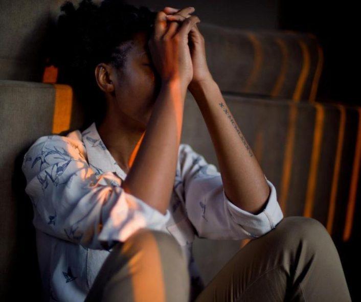 Phụ nữ dễ gặp phải rối loạn tâm thần trong mùa dịch hơn nam giới